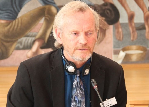 Scott  Bollens Author of Evaluating Organization Development