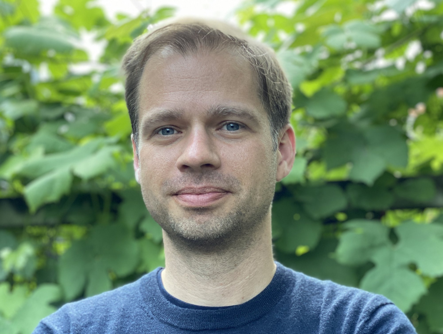 Frank  van Tubergen Author of Evaluating Organization Development