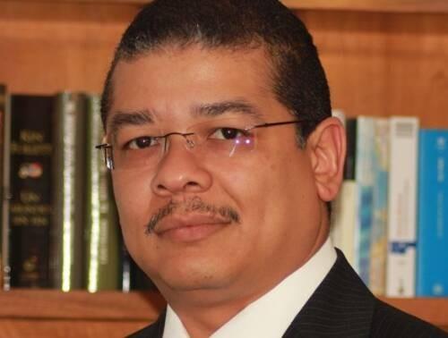Ernesto  Oviedo-Orta Author of Evaluating Organization Development