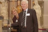 Arthur and Susan Lyons 'lift' a gold bar at the Bank of England