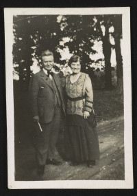 Bob and Belle La Follette (Library of Congress LC-DIG-ds-05716)