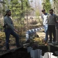 SDS explaining bog hydrology to visitors at S1 bog of the Marcell Experimental Forest